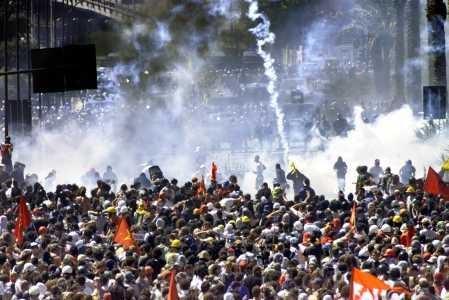 Affrontements dans le centre de Genova lors du G8 en 2001.